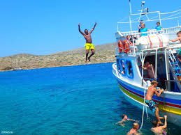 boat dives in Greece